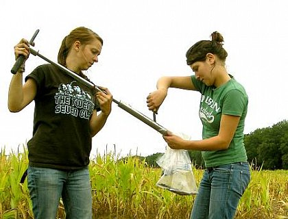 Soil sampling (photo: Daniel Fischer)